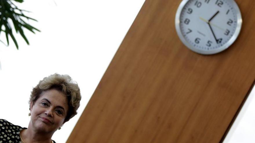 Rousseff disuelve su Gobierno tras ser separada del cargo por el Senado