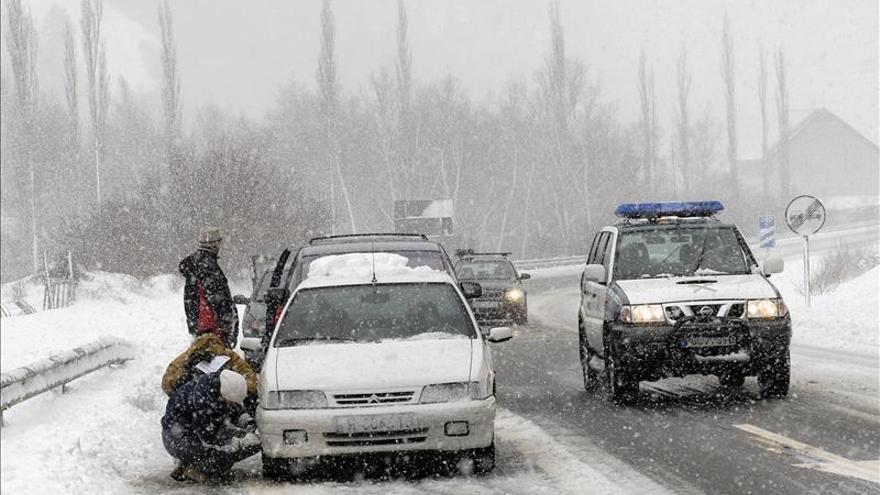 La nieve mantiene cerrados los pasos fronterizos de Somport y Portalet (Huesca)