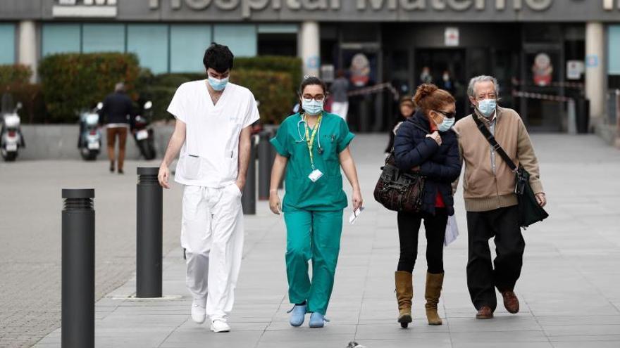 Los sanitarios ya son el 12% de la población contagiada en España.