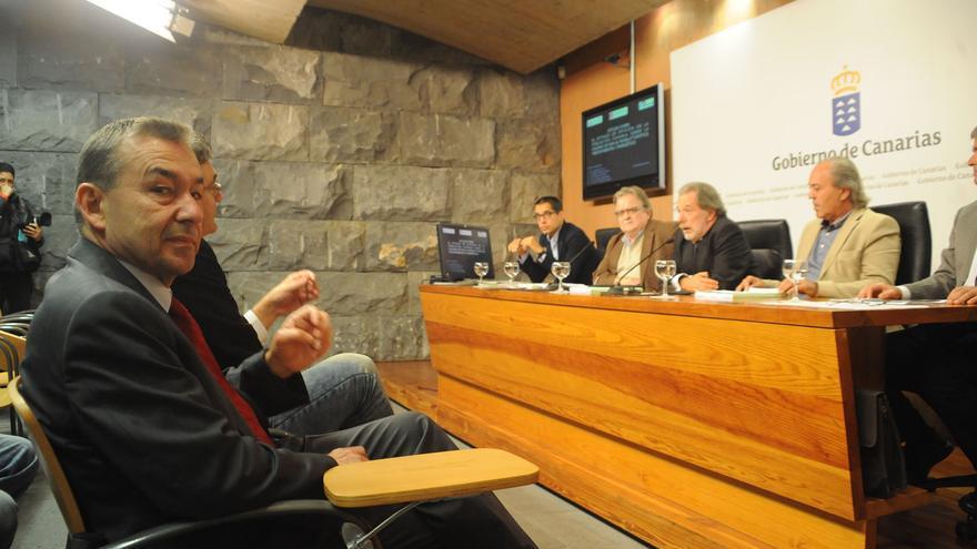 Presentación de la encuesta sobre las prospecciones petrolíferas en Canarias.
