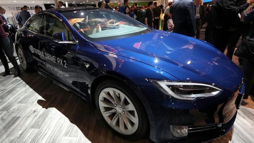 Abogados dicen que Tesla vende de forma fraudulenta el sistema Autopilot 2
