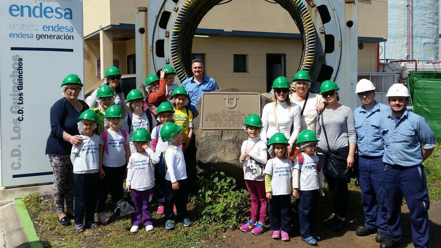 Visita de los alumnos del CEIP Arco Iris a la central de Los Guinchos.