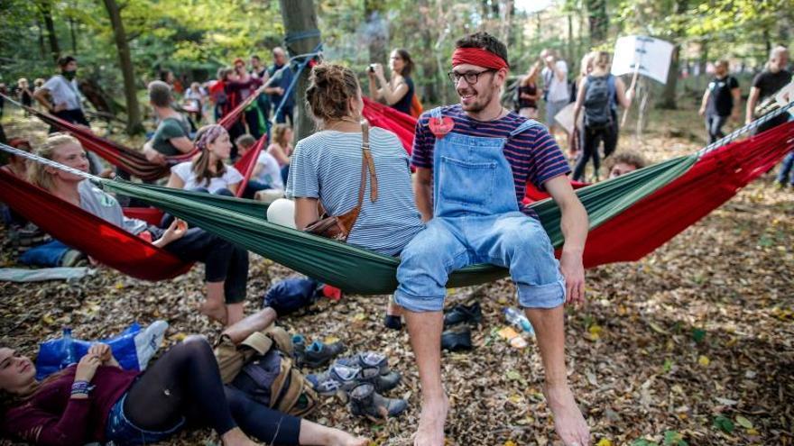 Decenas de miles de alemanes celebran el bloqueo de la tala en un bosque milenario