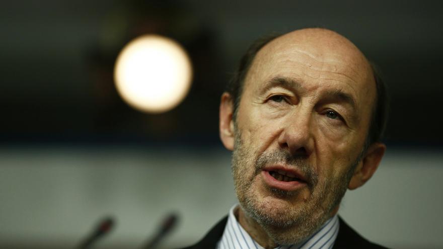 Rubalcaba vuelve a recordar su petición de dimisión a Rajoy tras el reconocimiento de sobresueldos de dirigentes del PP