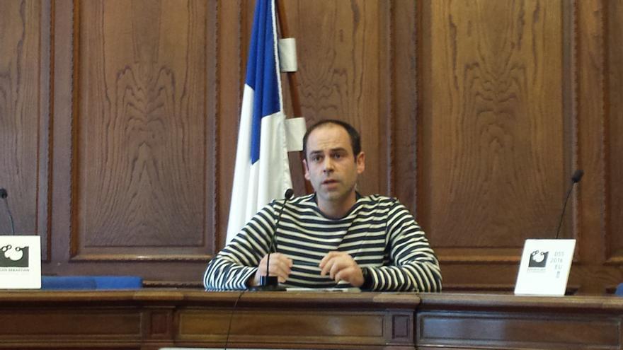 El concejal de Bienestar Social de San Sebastián, Jon Albizu, ha presentado la ordenanza que regula los Clubes de Cannabis