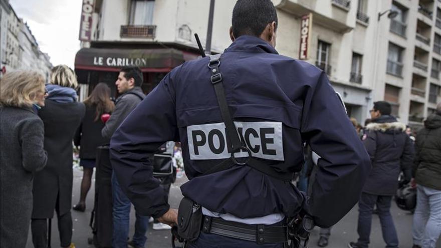 La policía francesa difunde la foto de otro kamikaze para obtener información
