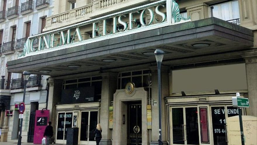 El Cinema Elíseos, con el cartel de se vende