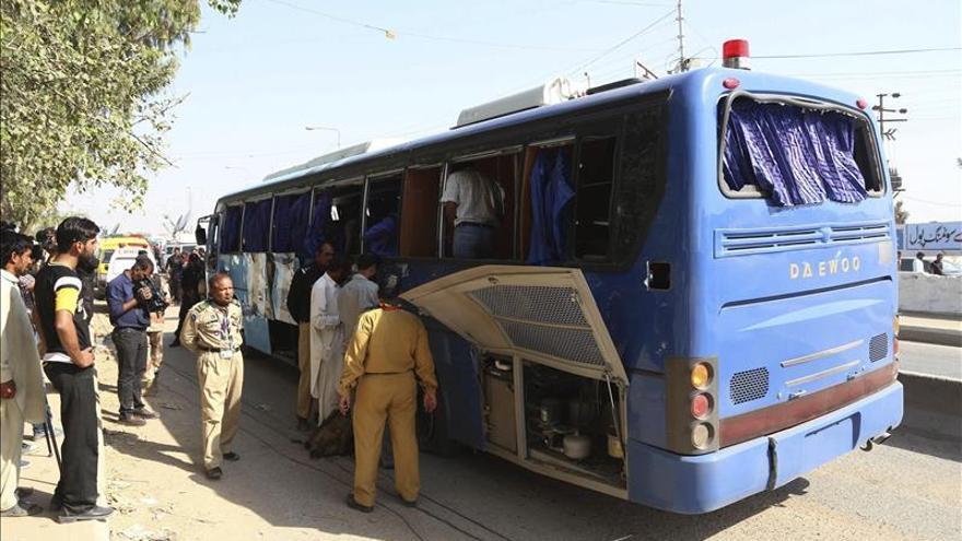 Mueren 41 personas de la minoría chií tras el tiroteo a un autobús en Pakistán