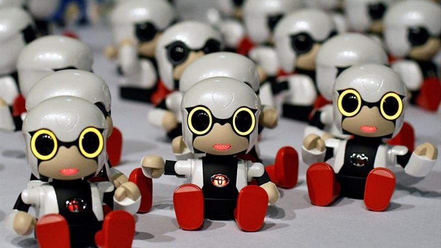 Toyota lanza Kirobo Mini, un robot que revoluciona las relaciones con humanos
