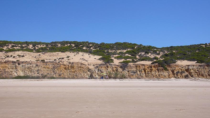 Playa de Cuesta Maneli, en Huelva. / Luis Serrano.