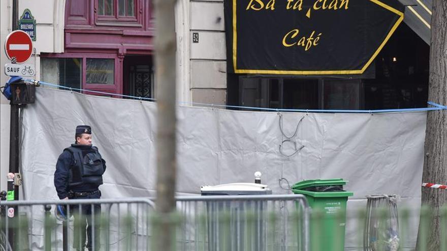 """El EI reivindica los atentados, que París considera un """"acto de guerra"""""""