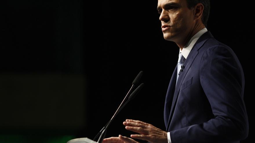 """Pedro Sánchez avisa a Rajoy de que no puede """"limitarse a observar"""" y le pide """"hablar claro"""""""