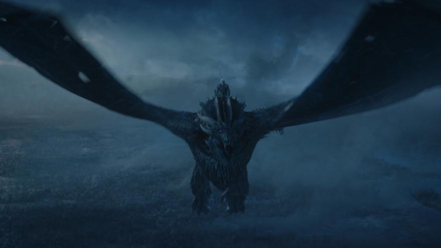 El Rey de la Noche a lomos de Viserion, el dragón que hasta no hace mucho era de Daenerys