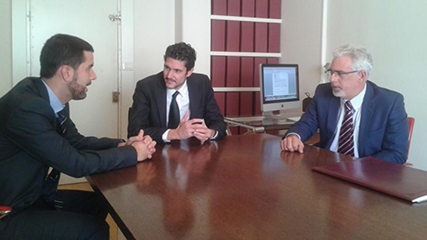 Pedro Parrilla (izquierda), Pablo Pérez (centro) y Eugenio Rodríguez (derecha) conforman un despacho integrado en la asociación de abogados preferentes.