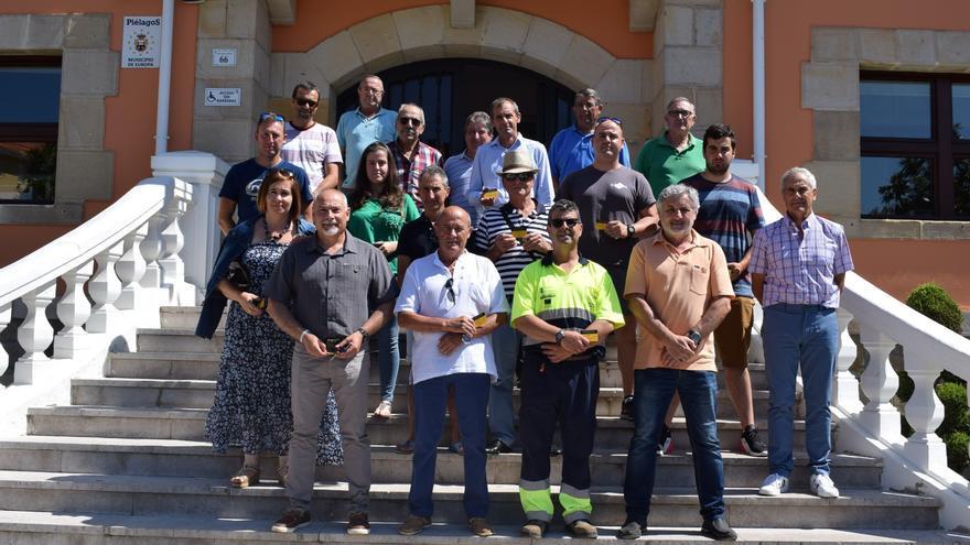 Entrega de carnés de aplicador de productos fitosanitarios a los participantes en el curso. | AYUNTAMIENTO DE PIÉLAGOS