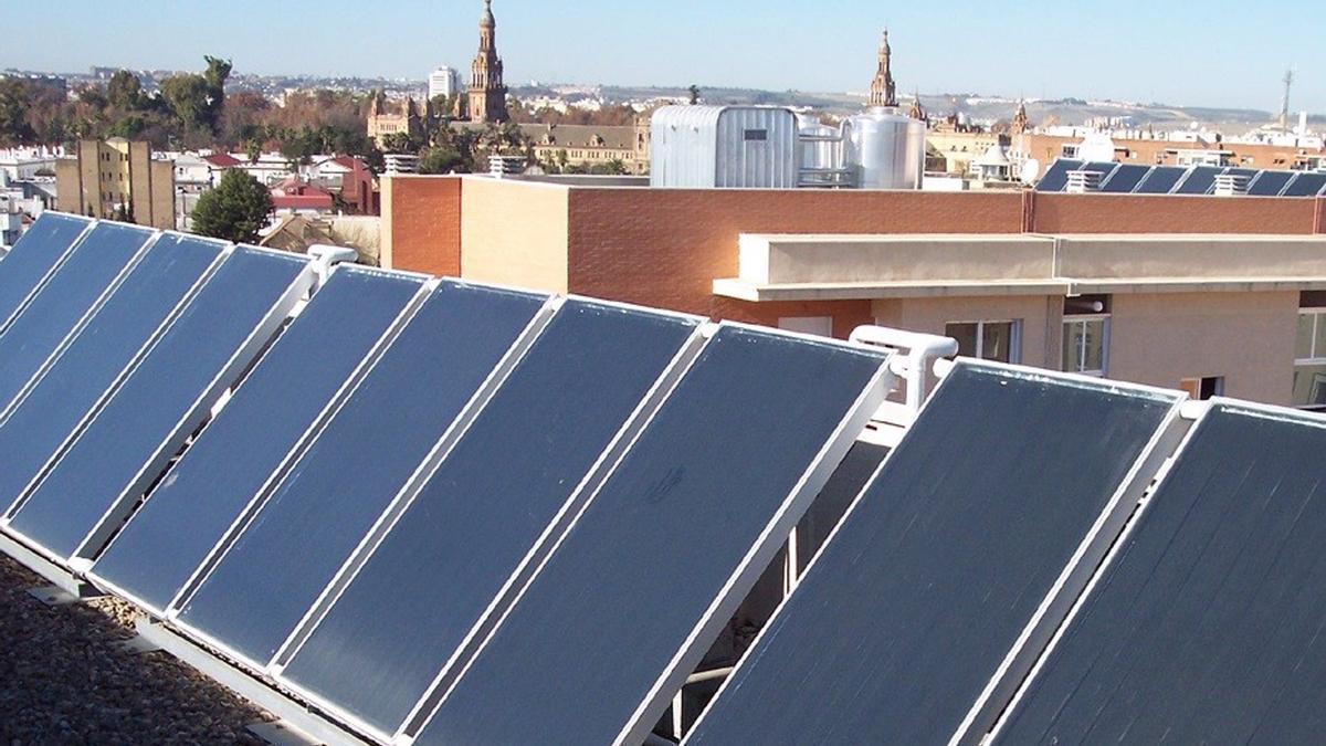 Paneles solares para el autoconsumo eléctrico.