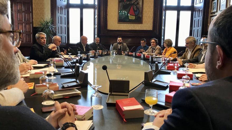 El Parlament ultima este martes el contenido del pleno que busca legitimar a Puigdemont