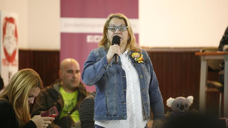 Mery Pita, en la asamblea del Círculo de Podemos en Las Palmas de Gran Canaria. (ALEJANDRO RAMOS)