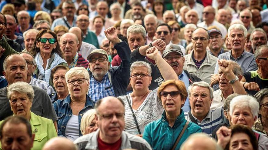 Los pensionistas se manifiestan por la revalorización de las pensiones según el IPC.