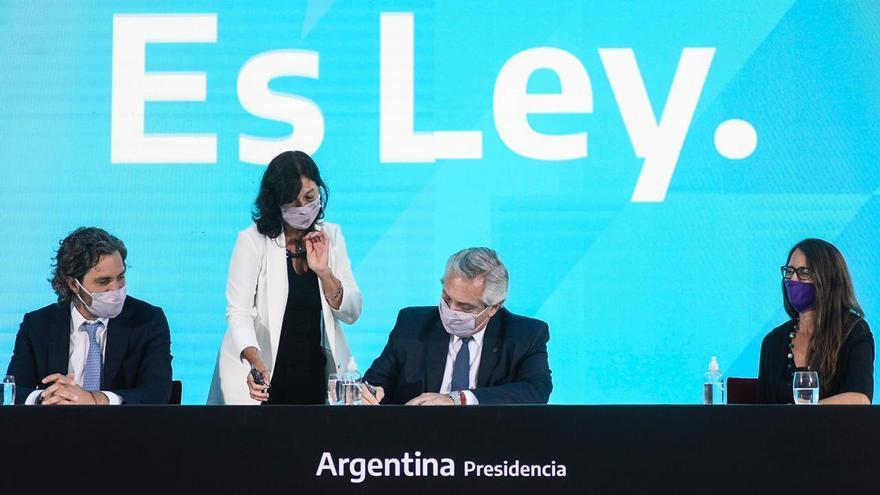 Alberto Fernández firmó la ley del aborto