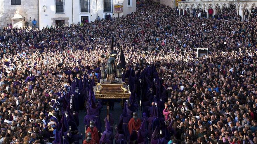 Cuenca vive su procesión de Las Turbas, la más multitudinaria y popular