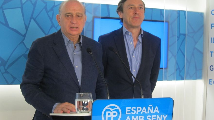 "Fernández Díaz vincula los incidentes en Gràcia a ""gobernar apoyado en extremistas"""