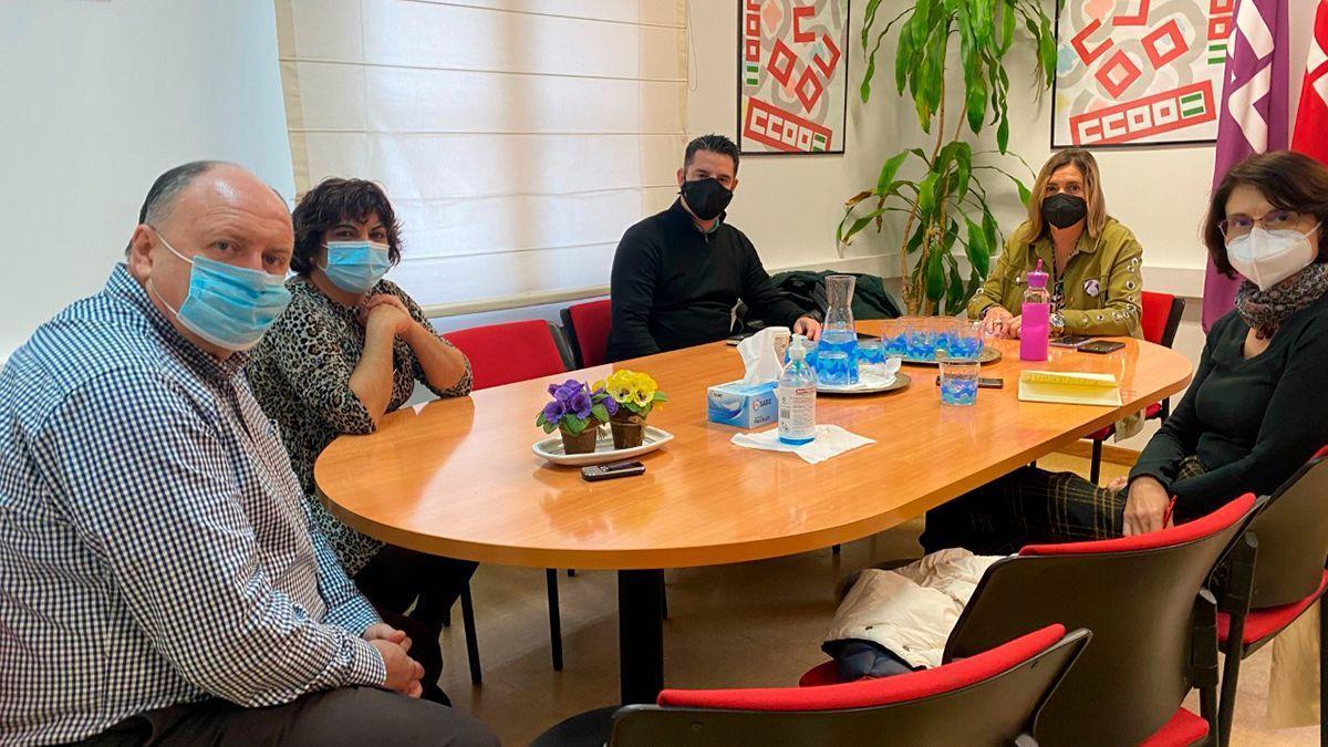 Reunión entre el grupo municipal de IU y miembros de CCOO.