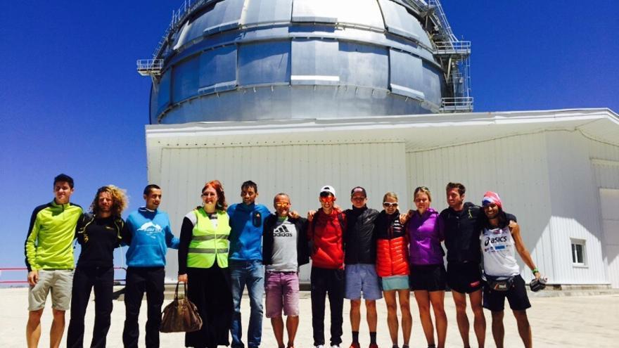 En la imagen, el grupo de corredores y periodistas. Foto: Mayayo