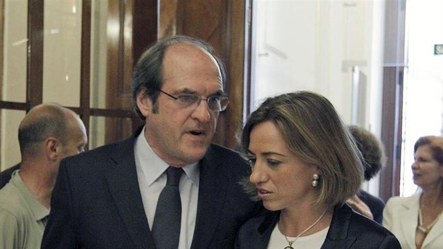 """Ángel Gabilondo expresa su """"tremendo dolor"""" por la muerte de Carme Chacón"""