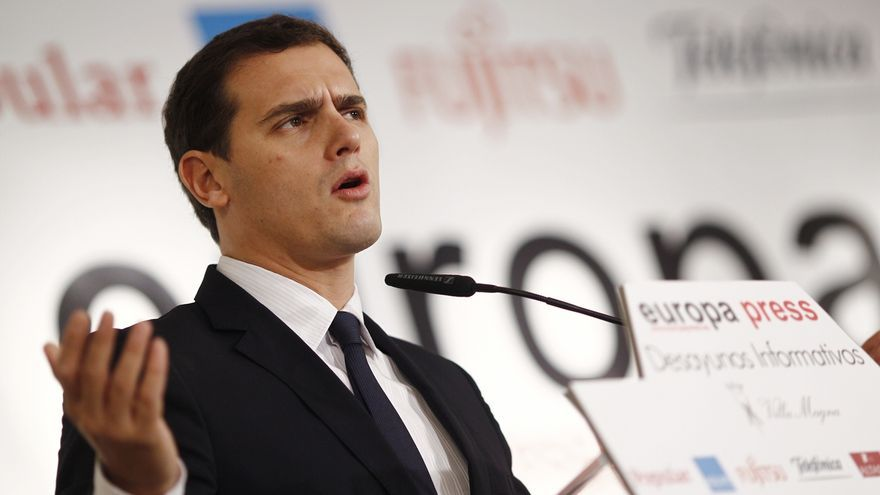 """Rivera dice que las encuestas son """"un aliento"""" pero que no va a hacer como Podemos y creerse ya ganador"""