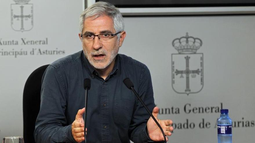 Llamazares dice que un acuerdo con Podemos deja huérfano al electorado de IU