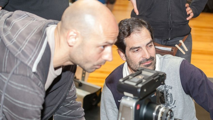 El director José Luis Santos rueda en Santander su nuevo cortometraje 'Homónimos Anónimos'