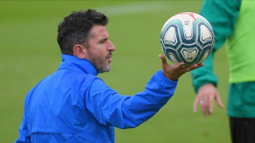 Iván Ania vuelve a la isla ahora como entrenador.
