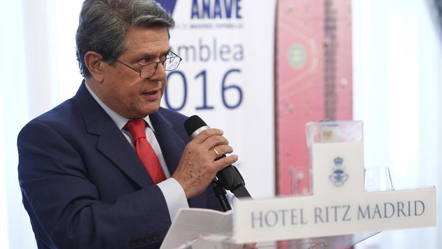 Trillo anuncia su dimisión como embajador de España en Londres