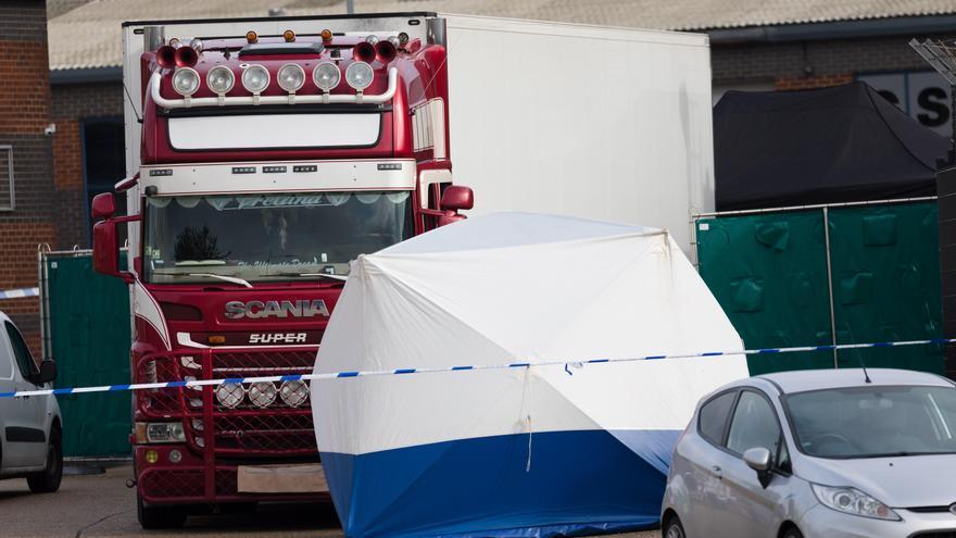 El camión donde fueron encontrados los cuerpos de las 39 víctimas