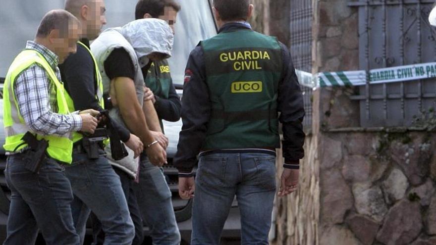"""Acusan de """"participación en homicidio"""" a un amigo del asesino de una familia brasileña"""