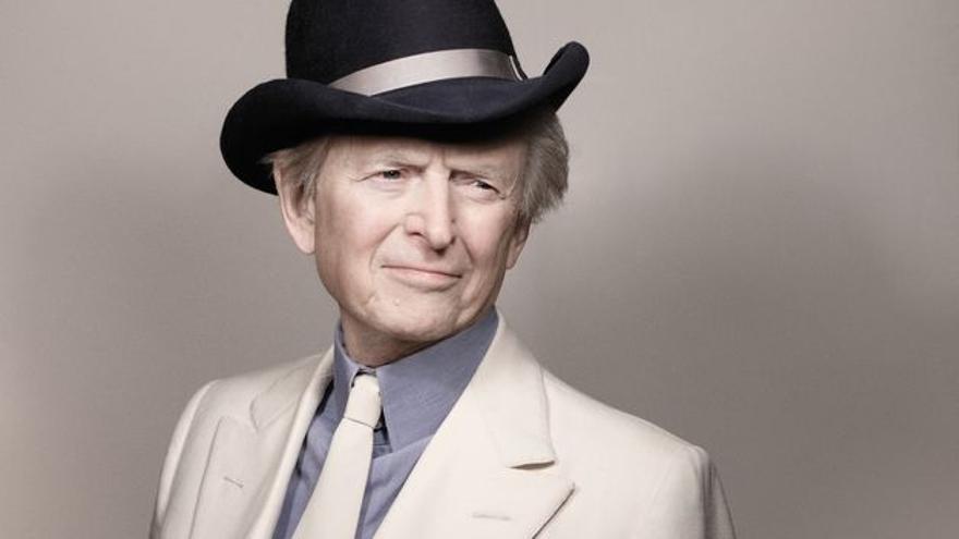 Tom Wolfe, periodista de sombrero blanco