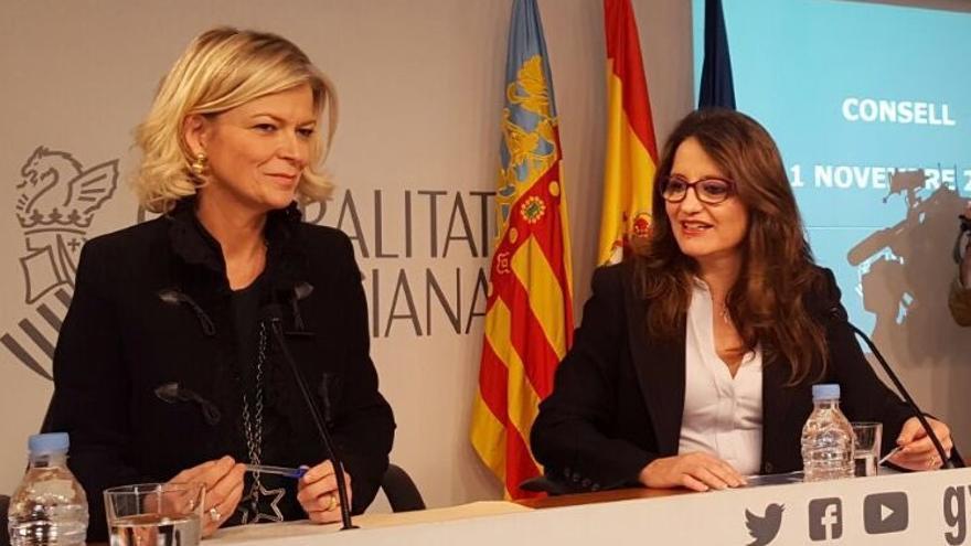 La consellera de Justicia, Gabriela Bravo, junto a la vicepresidenta Mónica Oltra en rueda de prensa