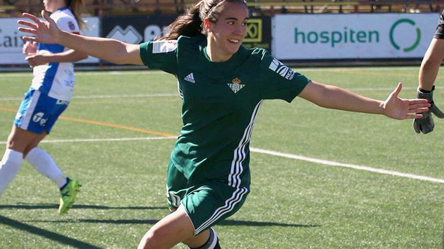 La cordobesa Rocío Gálvez celebra un gol con el Betis.