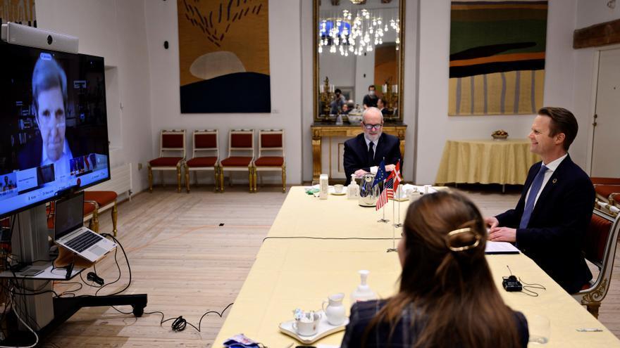 Kerry mantiene su primer encuentro con diplomáticos europeos