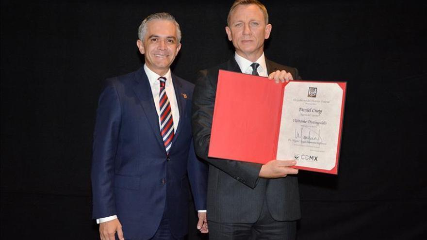 Nombran al actor Daniel Craig visitante distinguido de la Ciudad de México