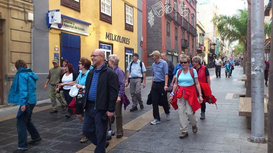 La patronal hotelera destaca la importancia del trabajo conjunto de las instituciones en materia turística.