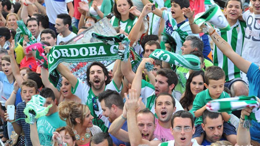 Aficionados cordobesistas animan al equipo | MADERO CUBERO