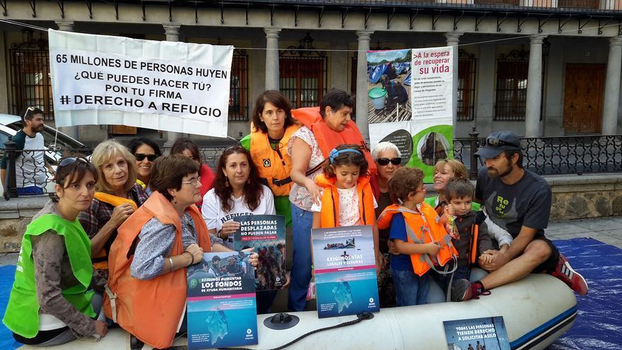 Miembros de Oxfam Intermon en la toledana plaza de Zocodover