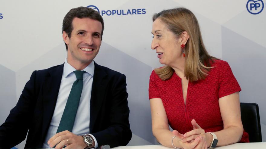 Pablo Casado y Ana Pastor en la sede del PP