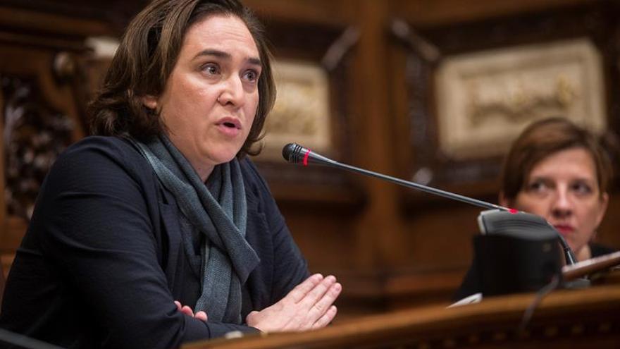 Colau quiere a Forcadell de vuelta a Barcelona porque debatir no es delito
