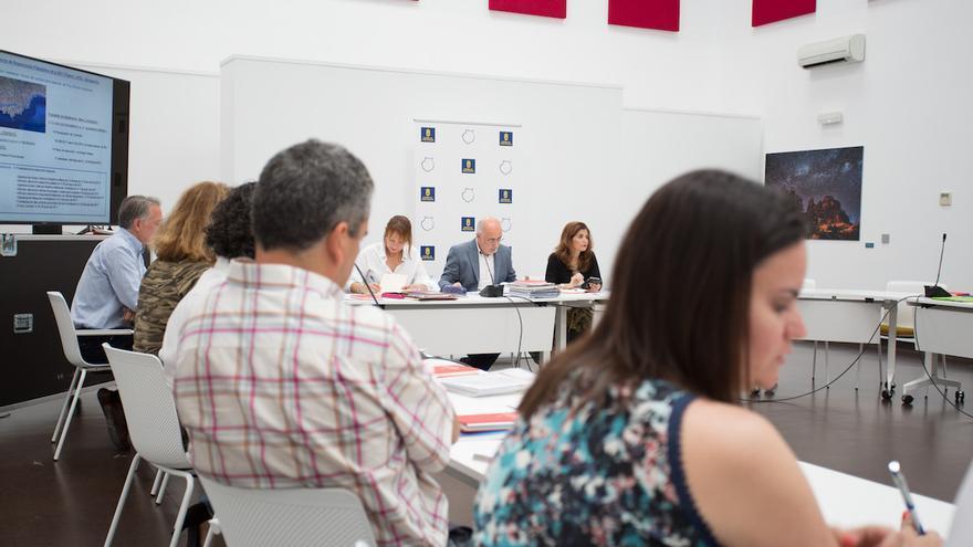 La Institución insular adjudicó hoy la redacción del Plan Director de Recuperación Paisajística de la GC-1 por 93.000 euros.