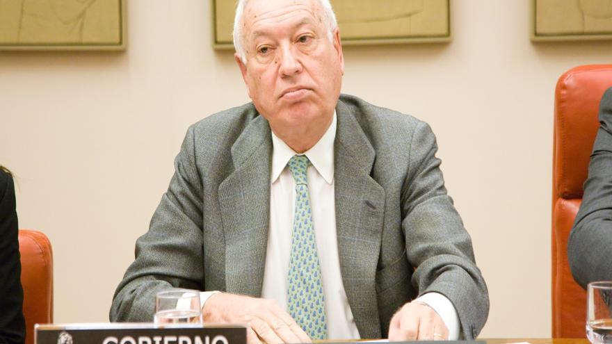 AMP-Margallo dice que los cooperantes podrán volver a Tinduf si se aplican una serie de medidas y se limita su presencia