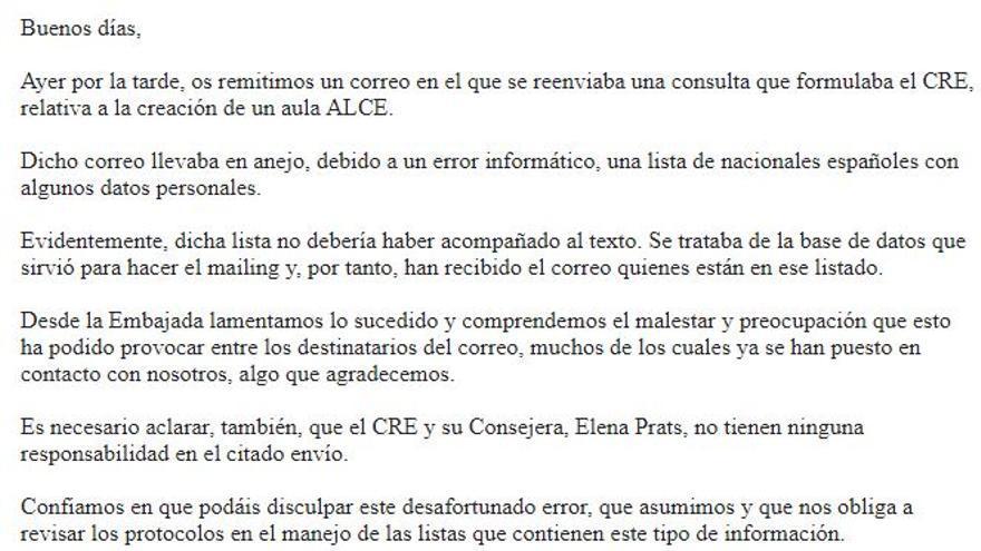 Captura del correo enviado por la embajada española en Estocolmo donde se reconoce el error de filtración de datos.