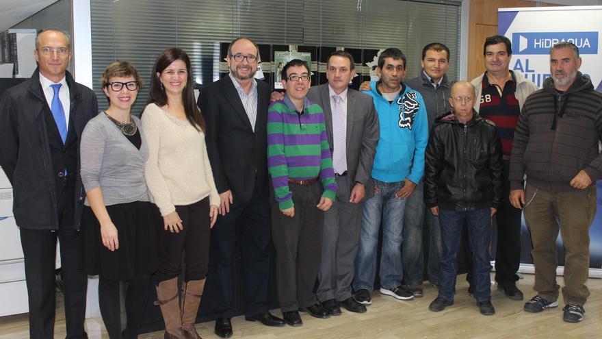 Discapacitados de la asociación APSA y de Hidraqua con otros miembros de la plantilla.